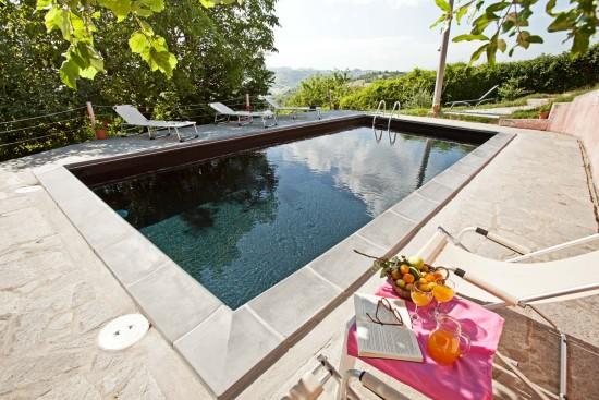 Black swimming pool - Cascina rosa b&b, bed and breakfast in Monferrato