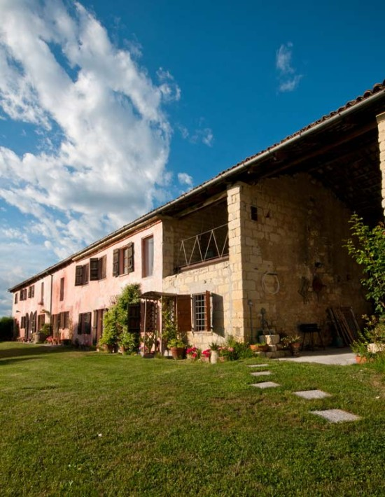 Garden in front of Cascina rosa b&b, bed and breakfast in Monferrato