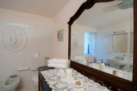 Rose rosa bathroom - Cascina rosa b&b, bed and breakfast in Monferrato