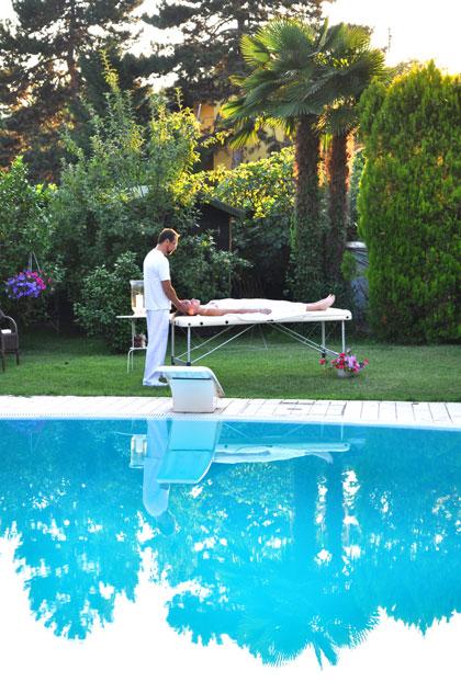 Massaggio rilassante a bordo piscina - Cascina rosa b&b